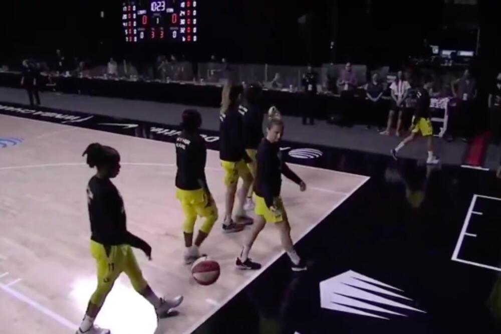 Košarkašice odbile da slušaju američku himnu